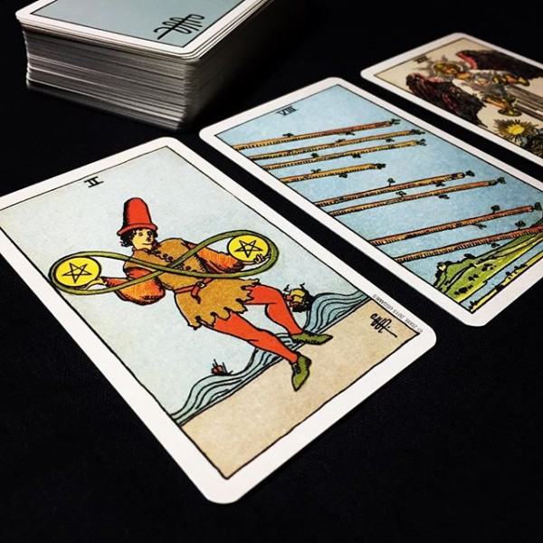 Smith-Waite-Centennial-Tarot-Deck-in-a-Tin-4-600×600