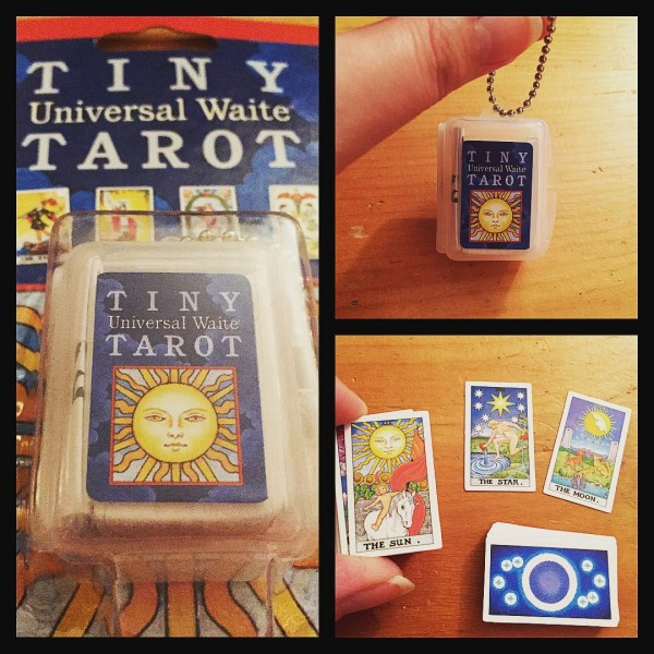 Tiny-Universal-Waite-Tarot-Key-Chain-2-600×600