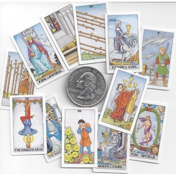 Tiny-Universal-Waite-Tarot-Key-Chain-4-600×600